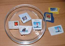 Briefmarken abwaschen